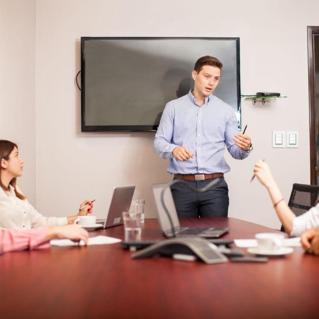 Lead effective team meetings
