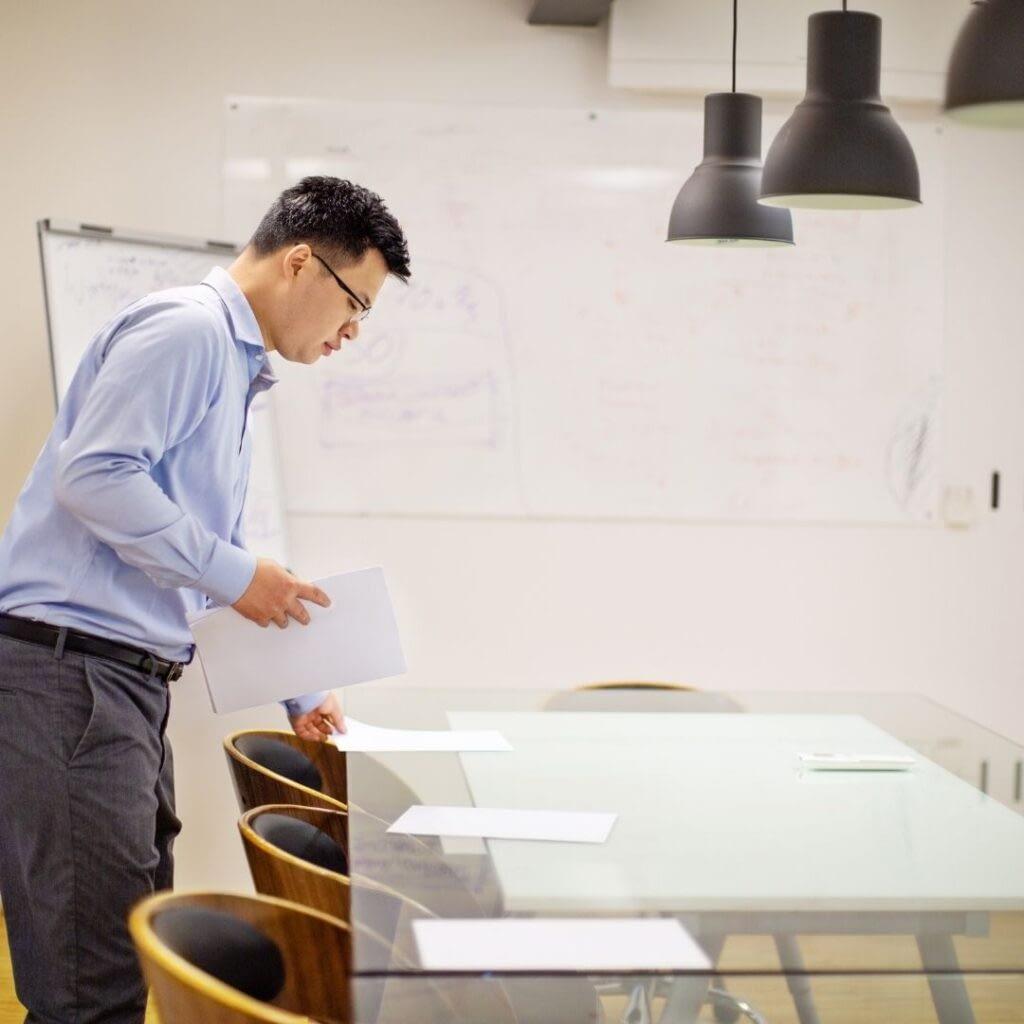 Prepare an effective business meeting
